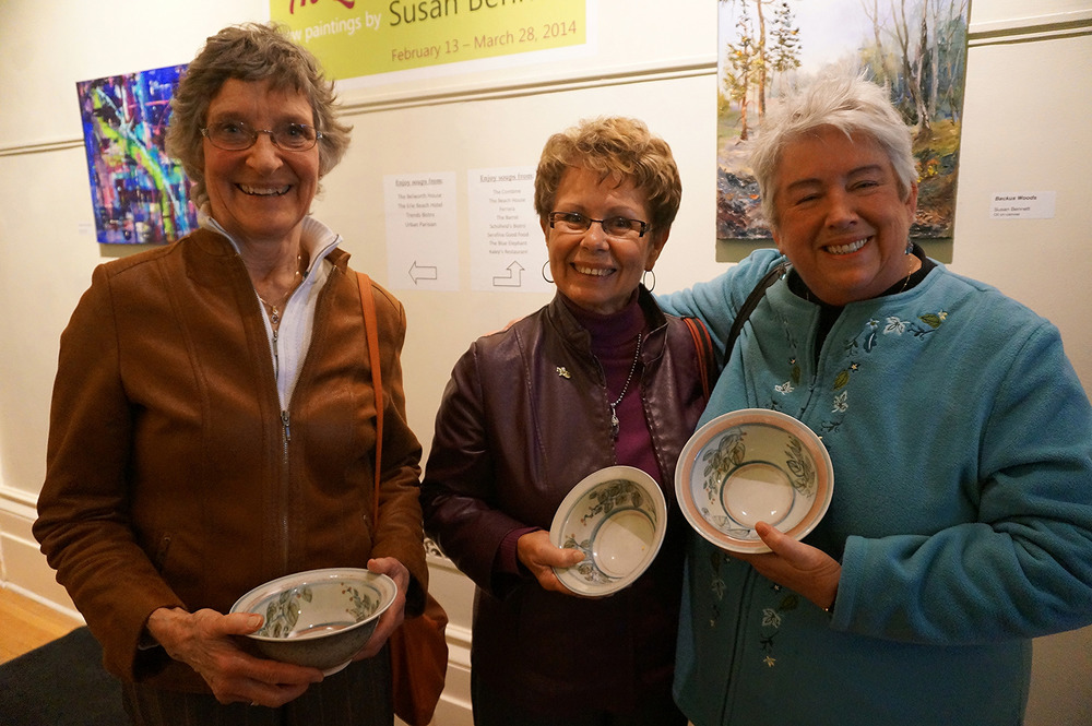 These three wonderful ladies, all very good friends, chose my bowls to take home. It's even nicer since they chose their bowls individually and only realized they had all chosen mine afterwards! It was a pleasure meeting them.