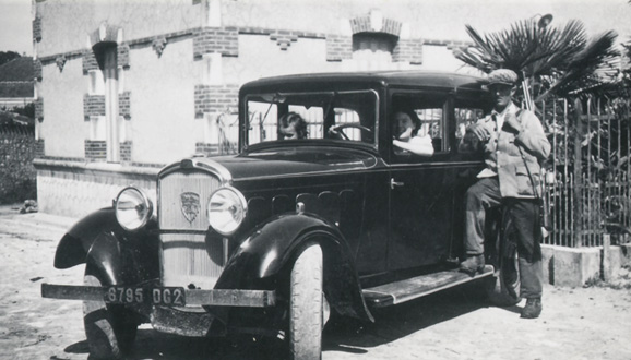 Pierre LACLIE with his Renault Mona 4 in 1939