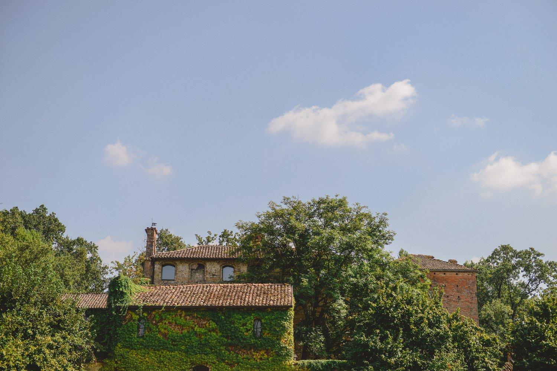 84d74563bec7 Roberta + Domenico - Romantic courtyard wedding at Castello di ...