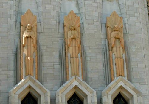 Art-Deco-Boston-Avenue-Methodist-top-statues.jpg