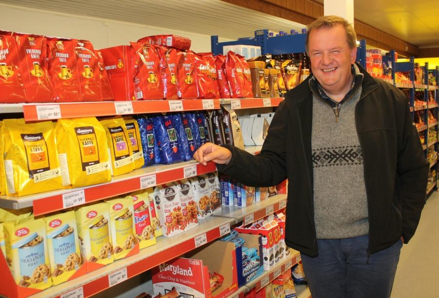 Inge Ryan i butikk 1.jpg