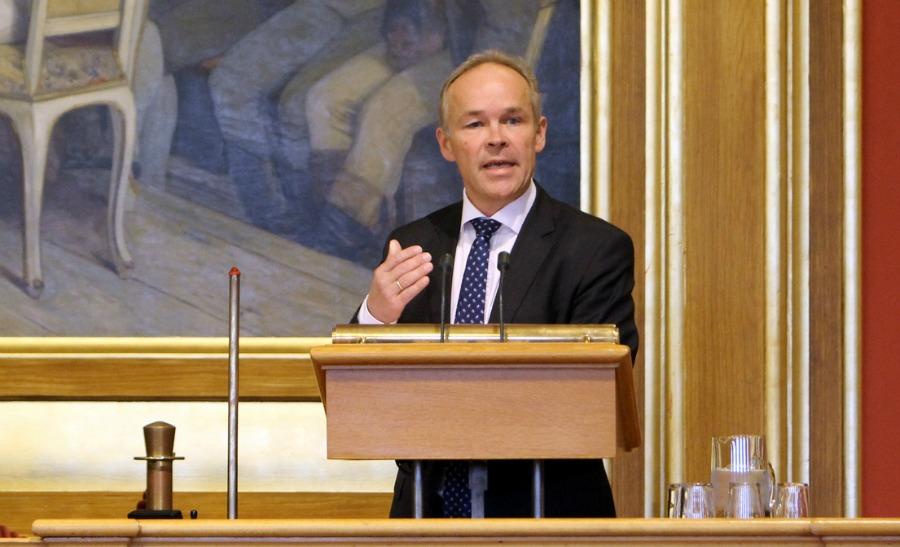 Jan Tore Sanner på talarstolen.jpg