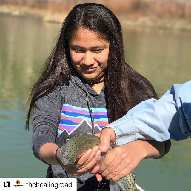 #Repost @thehealingroad - these folks are doing amazing things for our military families. Bringing the peace and tranquility of the outdoors to our veterans and their loved ones. 👏👏👏 ・・・ Espi from New Mexico with a beautiful rainbow on the San Juan river. Her daddy is a retired Army combat veteran.  #militaryfamily  #militaryoutdoors
