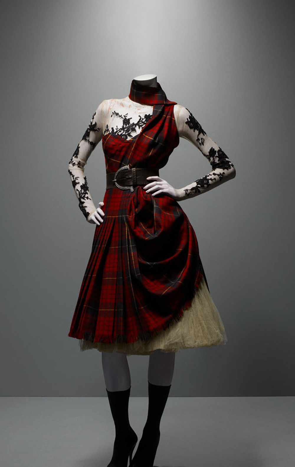 Sybarite-Architects-Alexander-McQueen-Savage-Beauty-V-and-A-Tartan-Scottish-Heritage-A-romantic-nationalism.jpg
