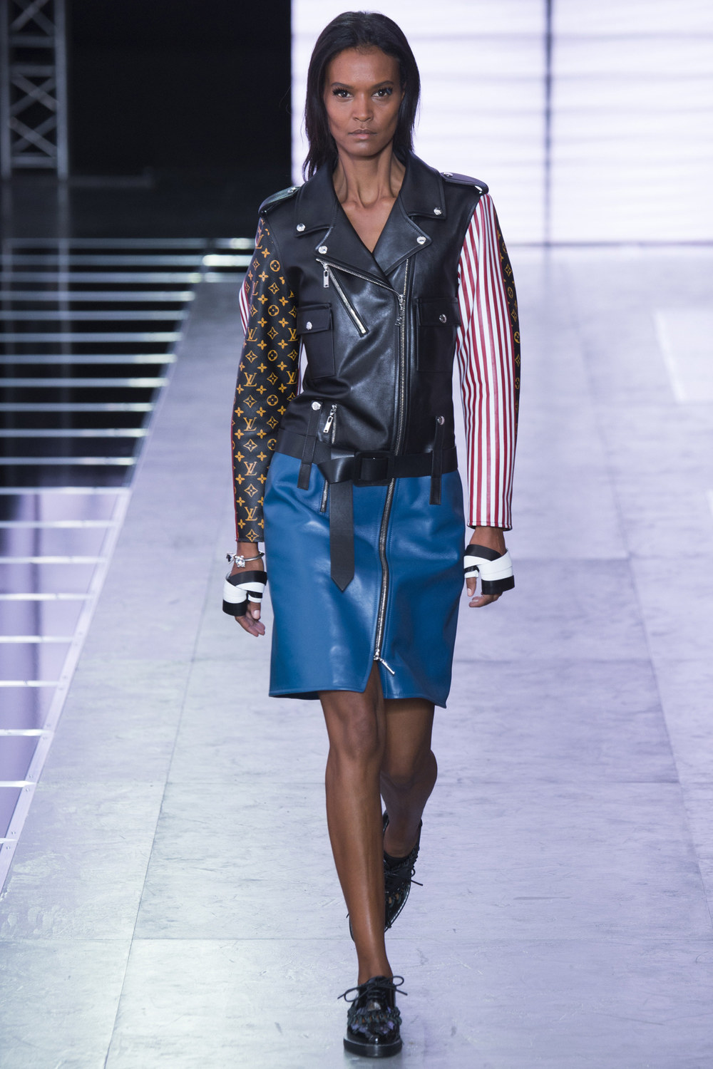 Louis-Vuitton-Spring-2016-12.jpg