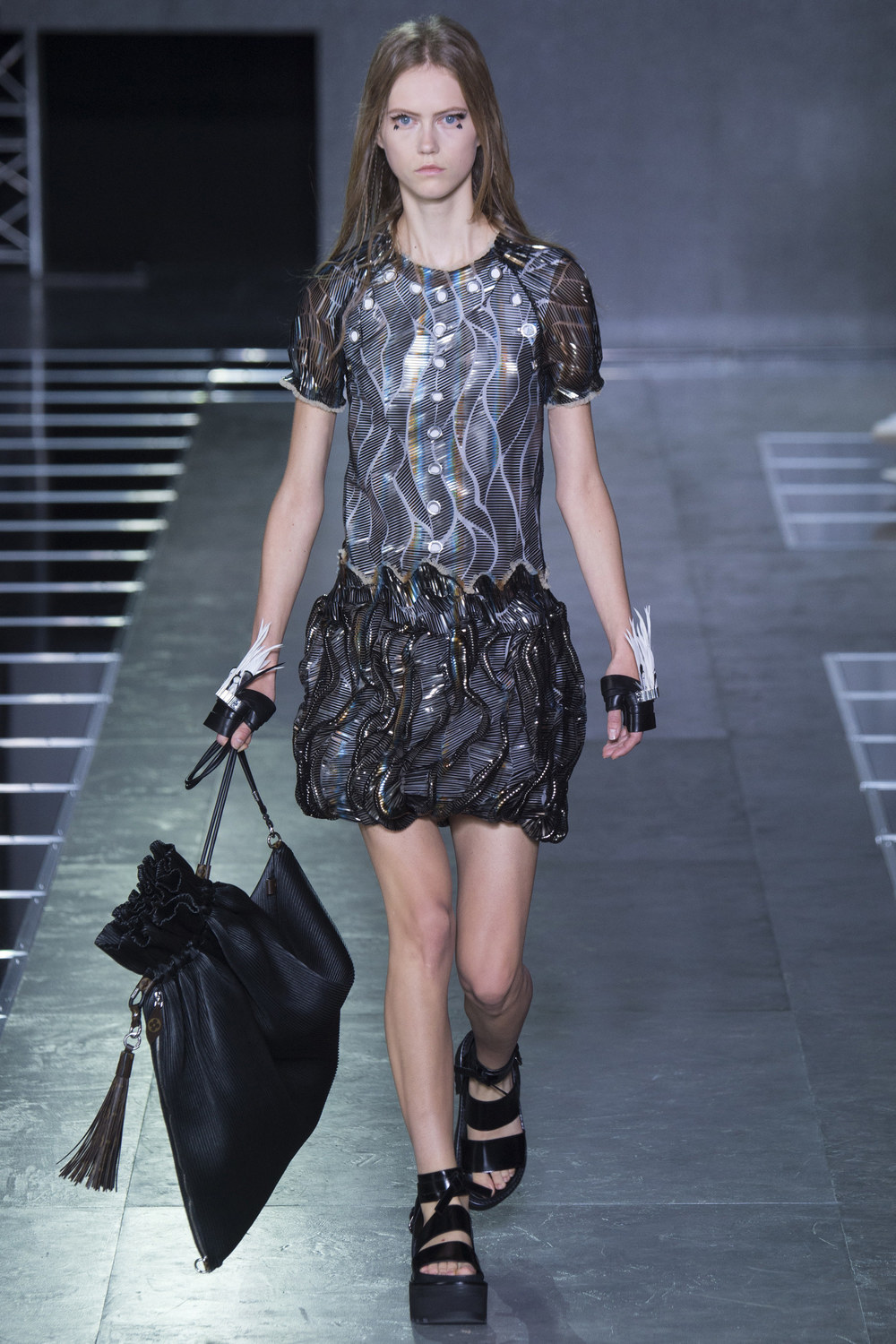 Louis-Vuitton-Spring-2016-19.jpg
