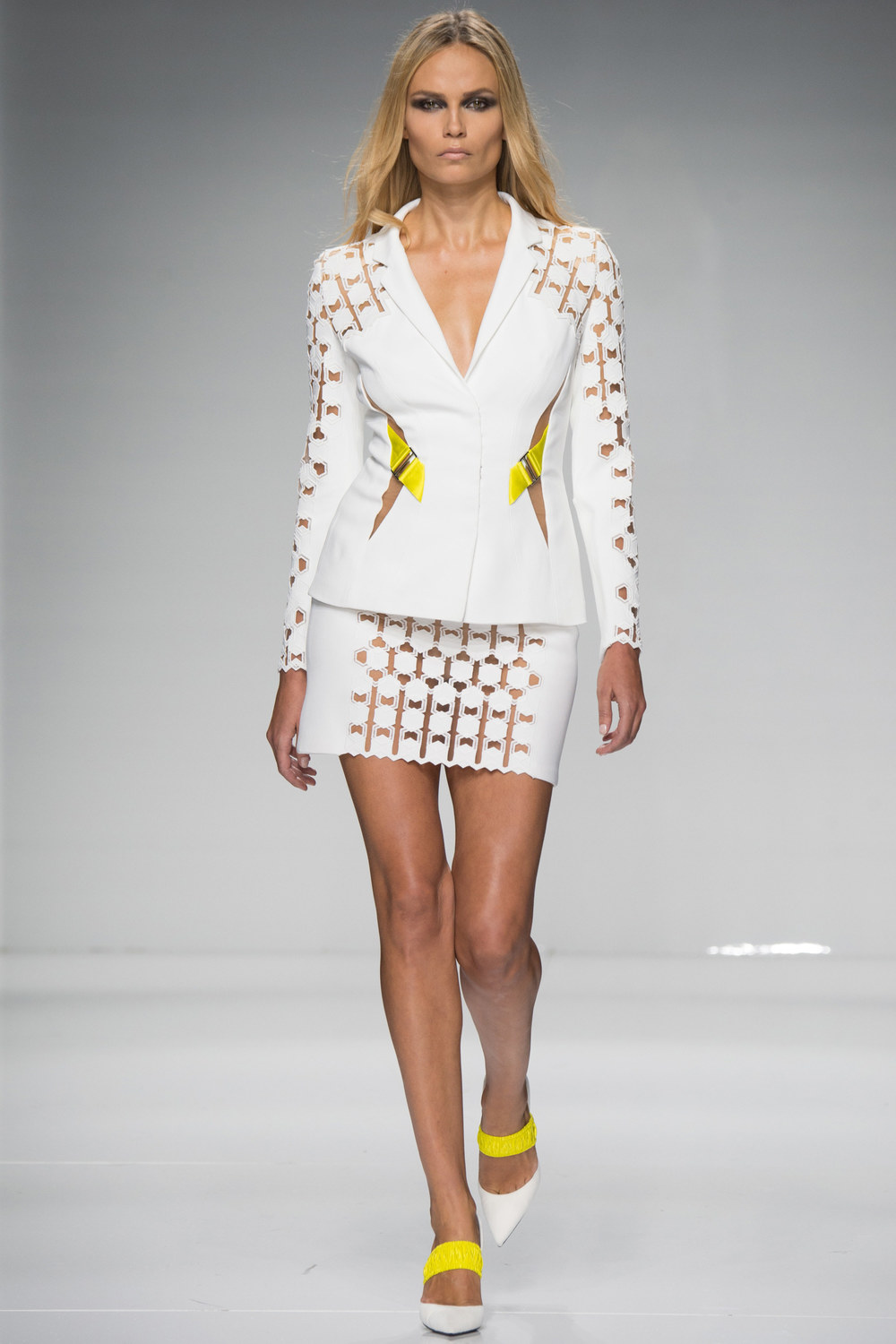 Atelier-Versace-Courute-Spring-2016-Paris-Fashion-Week-3.jpg