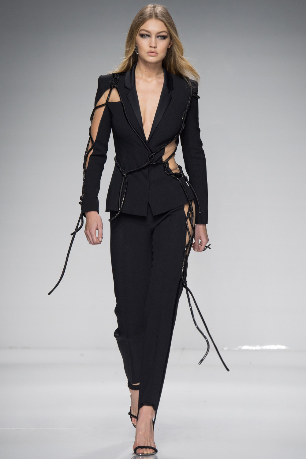 Atelier-Versace-Courute-Spring-2016-Paris-Fashion-Week-23.jpg