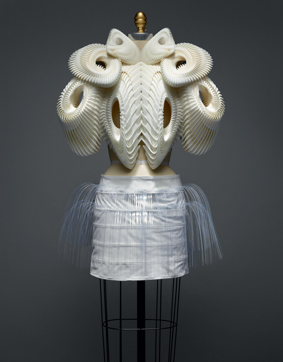 Met_Manus_Machina_Iris-Van-Herpen_Fashion_Exhibition_New_York_.jpg