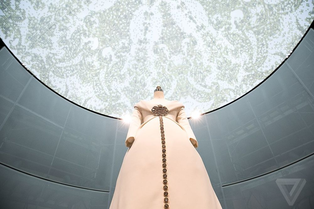 Met_Manus_Machina__Couture_Fashion_Exhibition_New_York.jpg