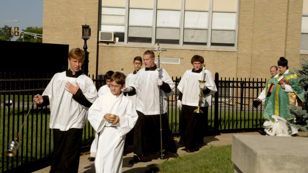 altar-boys-1.jpg