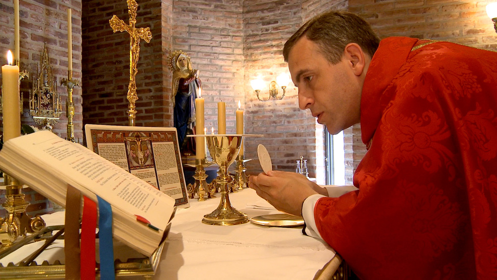 Fr-arial-consecration.jpg
