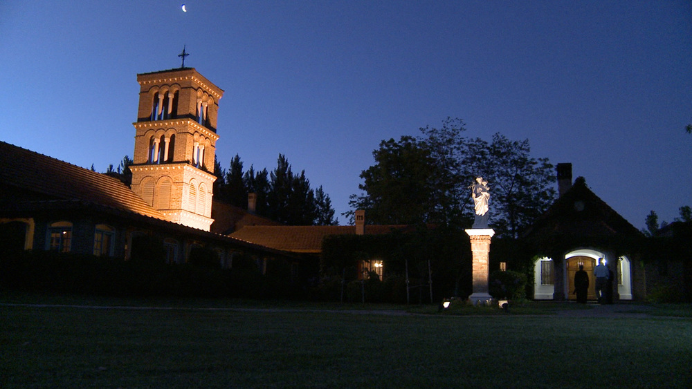 Miles Christi chapel at night