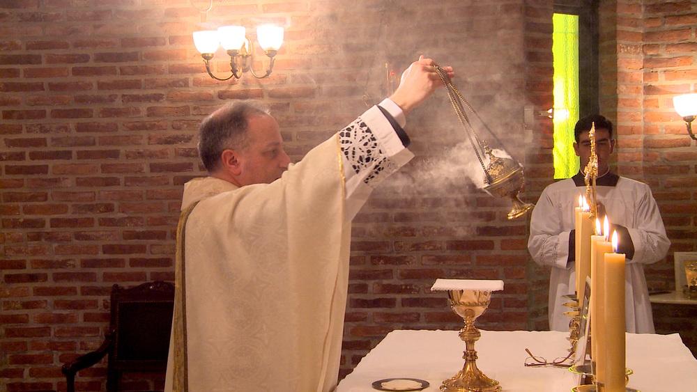 Yannuzzi-and-incense.jpg
