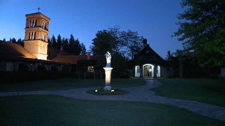 Miles Christi chapel at night