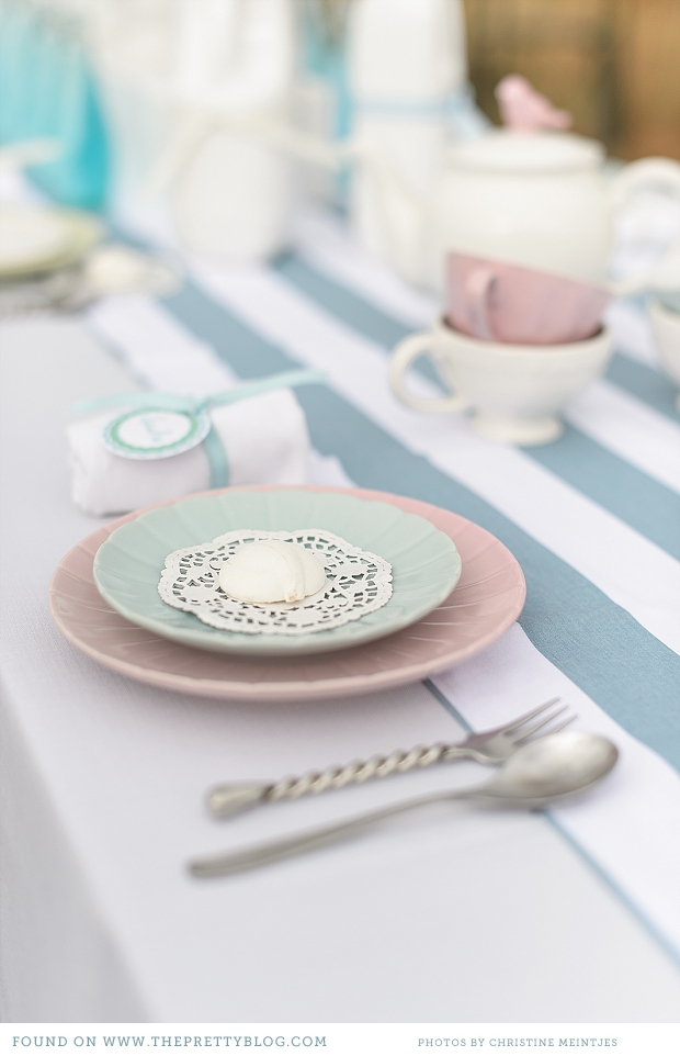 Outdoorsy Bridal Shower | {Be Inspired, Kitchen Tea}   theprettyblog.com    Oh I love bridal show­ers, actu­al­ly any kind of cel­e­bra­tion makes me happy. But organ­is­ing a show­er of any kind is not always all that easy. So we asked the Bits of Hue team to come up with an …