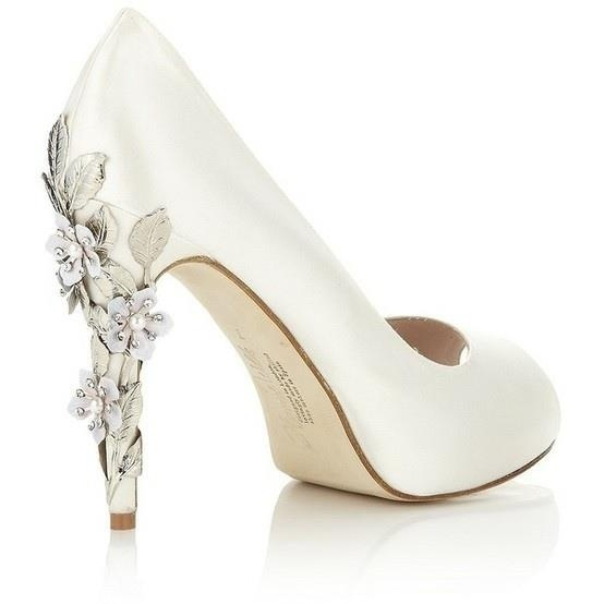 happilyeverborrowed :     Brides- what do you think of these heels? We think they'd look great with our  Victoria Vine  hair pin by  Avant Bride !    Thoughts??