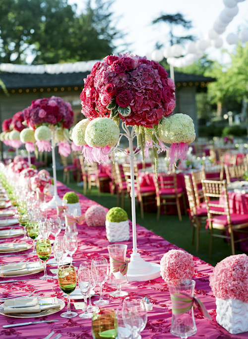 modern-wedding-thoughts :     This is a fantastic set up! Not for everyone… But you can't deny how excellent it is! :D