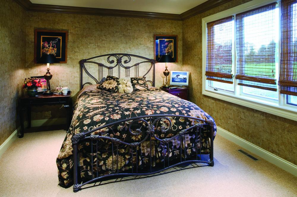 Gul12L-Guestroom72dpi.jpg