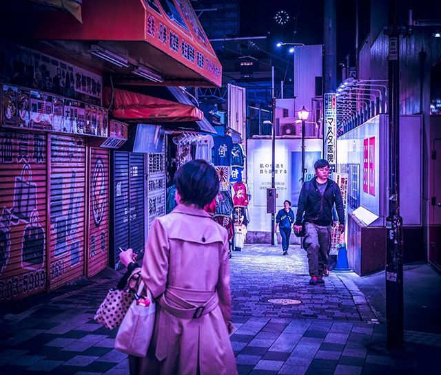 NIGHTWΛLK . . . . . . #tokyo #japan #shinjuku #travel #photo #architecture#building #skyline #vsco #vscocam#bladerunner #cinematography#cyberpunk #retrofuture#scifi #vscogood #vscophile #vscodaily#instadaily#outrun #retro #retrowave #bike#people #cyberpunk #instagood #photography