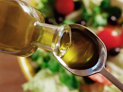 nm_olive_oil_salad_090205_main.jpg