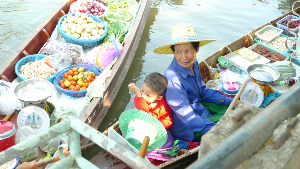 Deciding what you want to eat at the floating market is the hardest part!