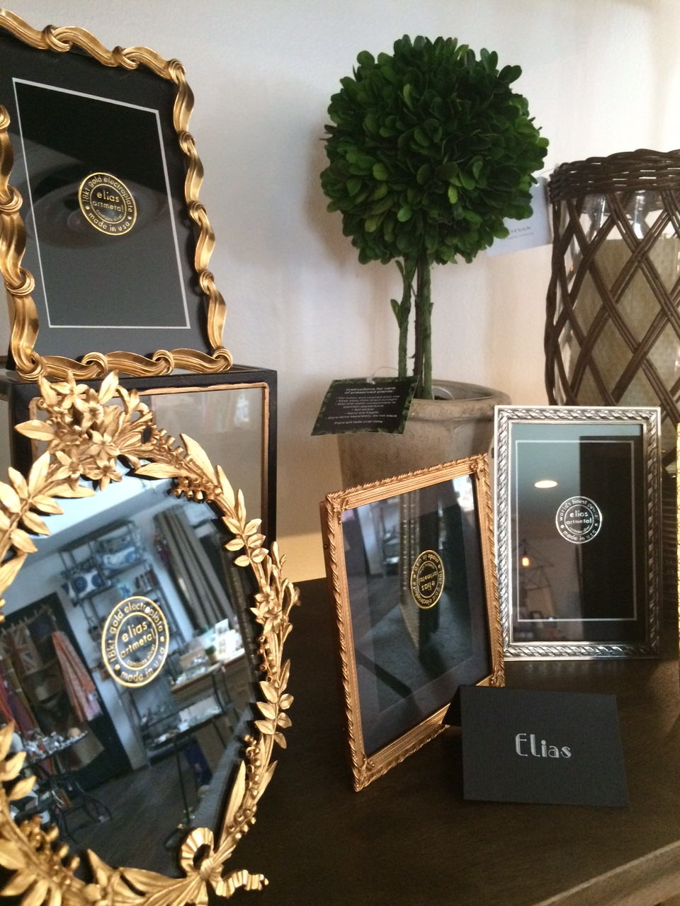 What Mother wouldn't love a picture of her family in a beautiful keepsake frame? The elegant Elias Artmetal frames are made in either 18 carat gold or pewter and will be a treasured heirloom for years to come.