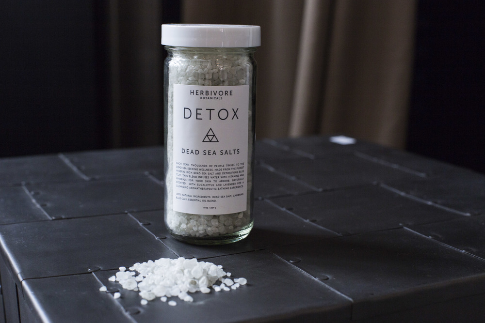 With lavender and eucalyptus essential oils as well as Cambrian Blue clay, the Detox Bath Salts help to clear body and mind.