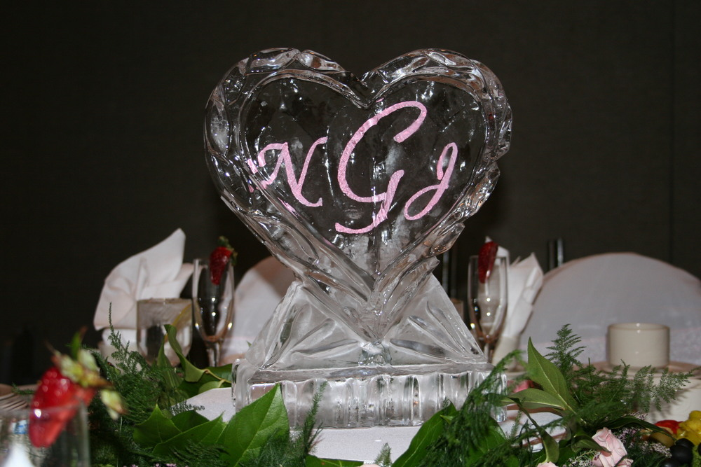 Tabletop- Ice Sculpture- Heart-Monogram.JPG