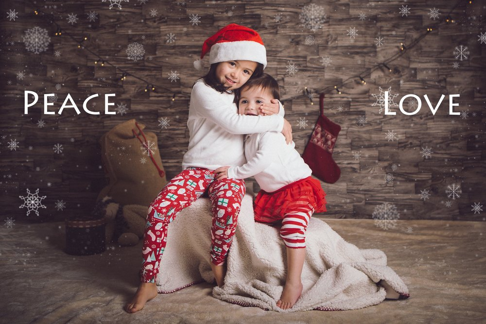 Christmas Mini sessions - sisters hug