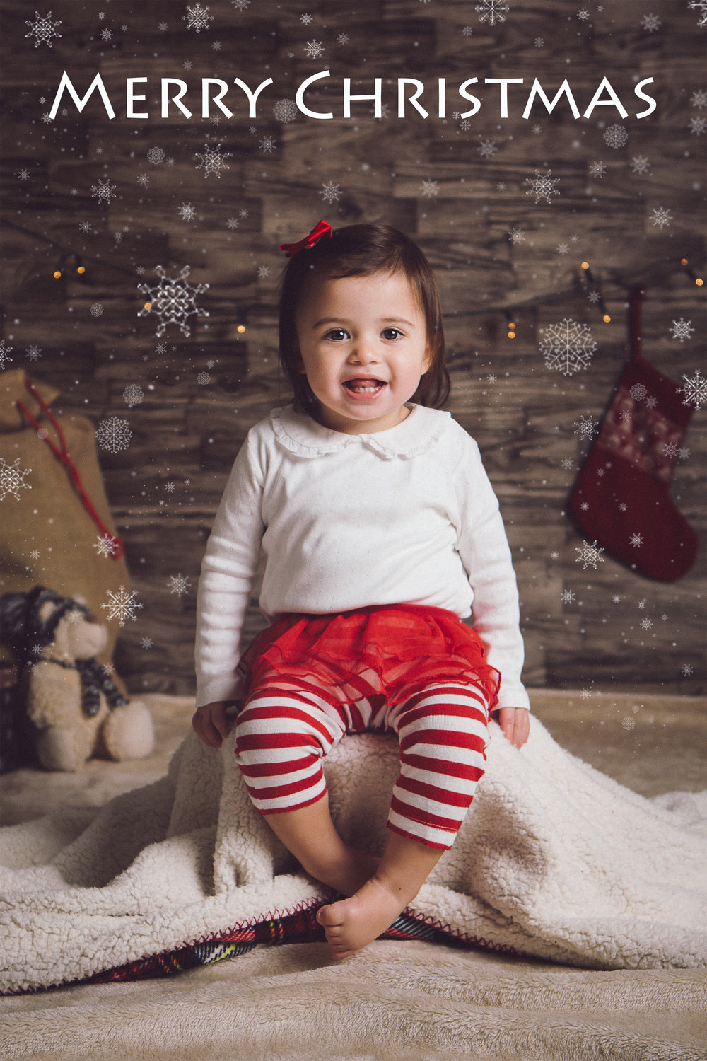 Christmas mini sessions - toddler smiling