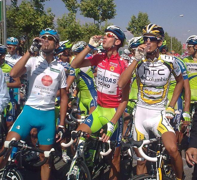 658px-Vuelta_a_España_2010_-_Brindis_-_Mosquera,_Nibali_&_Velits.jpg