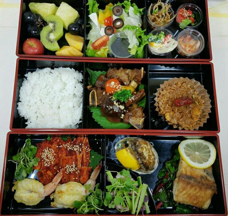 소갈비와 새우전 전복구이와 생선요리, 더덕꼬지와 샐러드~ 밑반찬 하나하나도 정말 정성이 안들어간 메뉴가 없답니다.