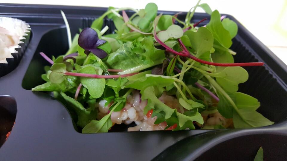 저는 이 샐러드에 반했어요. ^^ 새콤달콤하면서 따뜻함이 느껴지는 샐러드입니다. 귀리에 파프리카 그리고 어린잎까지 하객분들에게 칭찬도 많이 받았던 메뉴입니다.