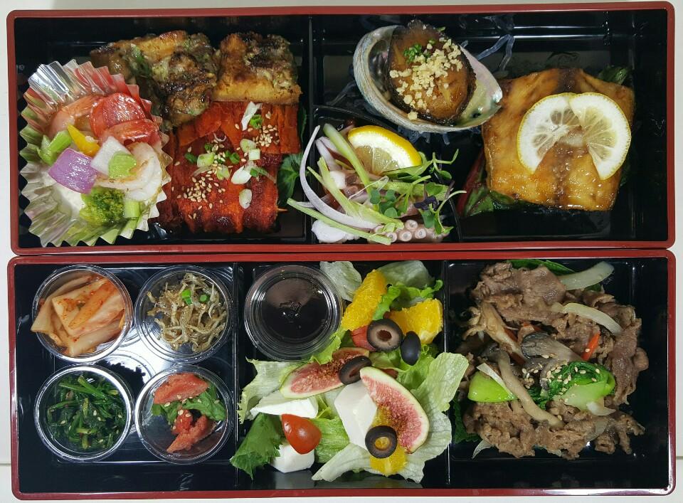 소불고기, 생선요리, 전복구이, 낙지초회, 북어찹쌀구이, 더덕구이, 올리브오일마르네이드새우, 무화과샐러드등 밑반찬