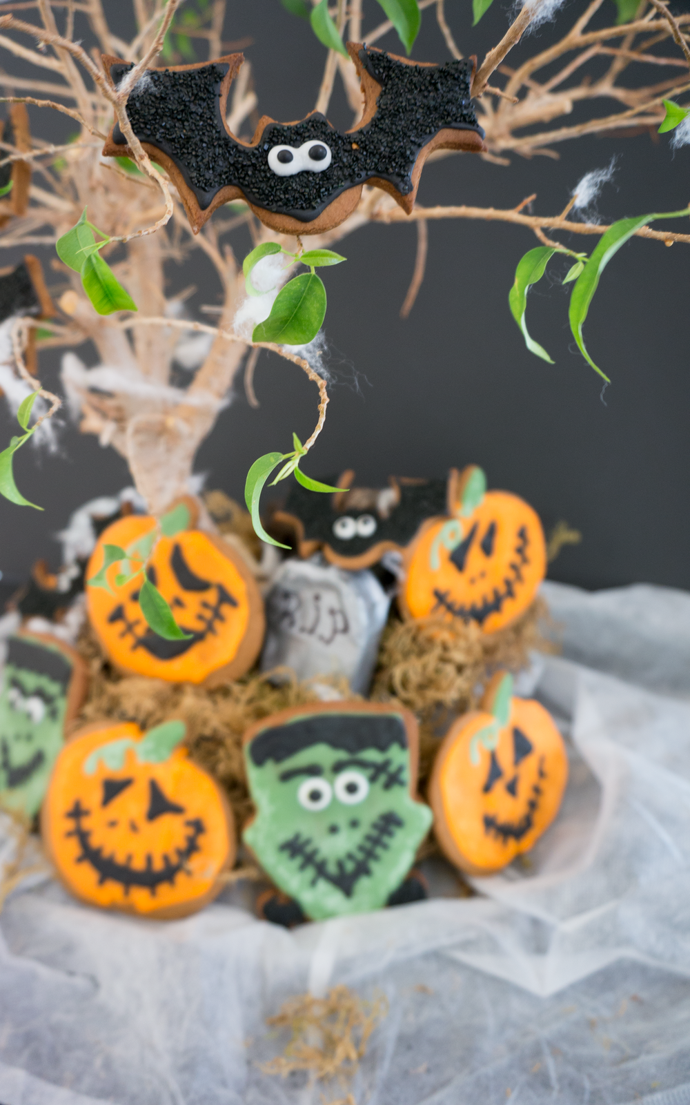 Halloween Gingerbread Cookies || Haute in Paradise || @hauteinparadies