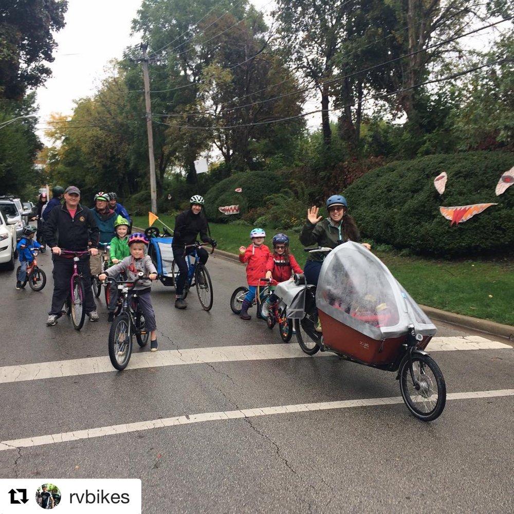 Photo credit Roscoe Village Bikes.  Parading through Roscoe Village!