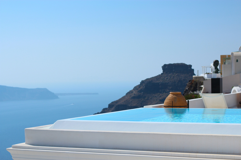 One of the resorts in Fira we walked past. How we longed to jump into that pool...