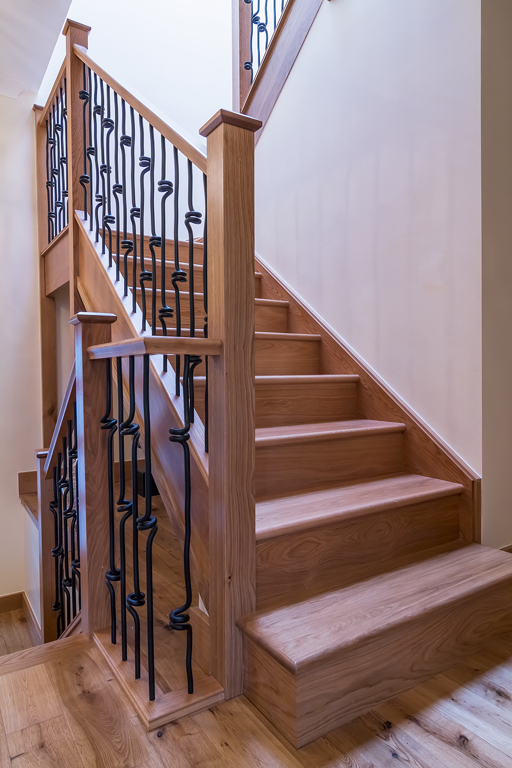 www.stockwell-ltd.co.uk   3 kite mid-winder dogleg oak staircase with feature square double bullnose step, square newels, flat newel cap with Richard Burbidge Elements spindles.