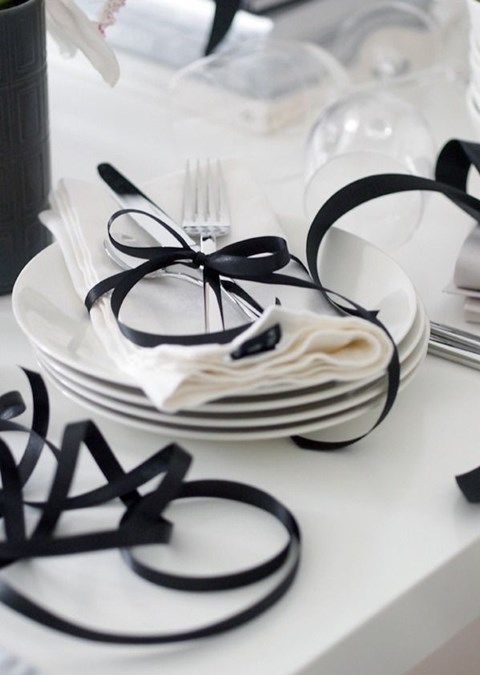 67d1519a58b949ca131050eda27c3c2b--white-table-settings-white-tables.jpg