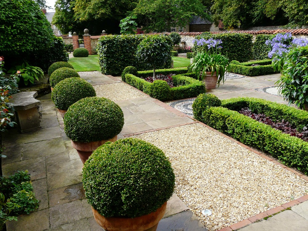 Country garden in welbourn lincolnshire for Garden design ideas for medium gardens
