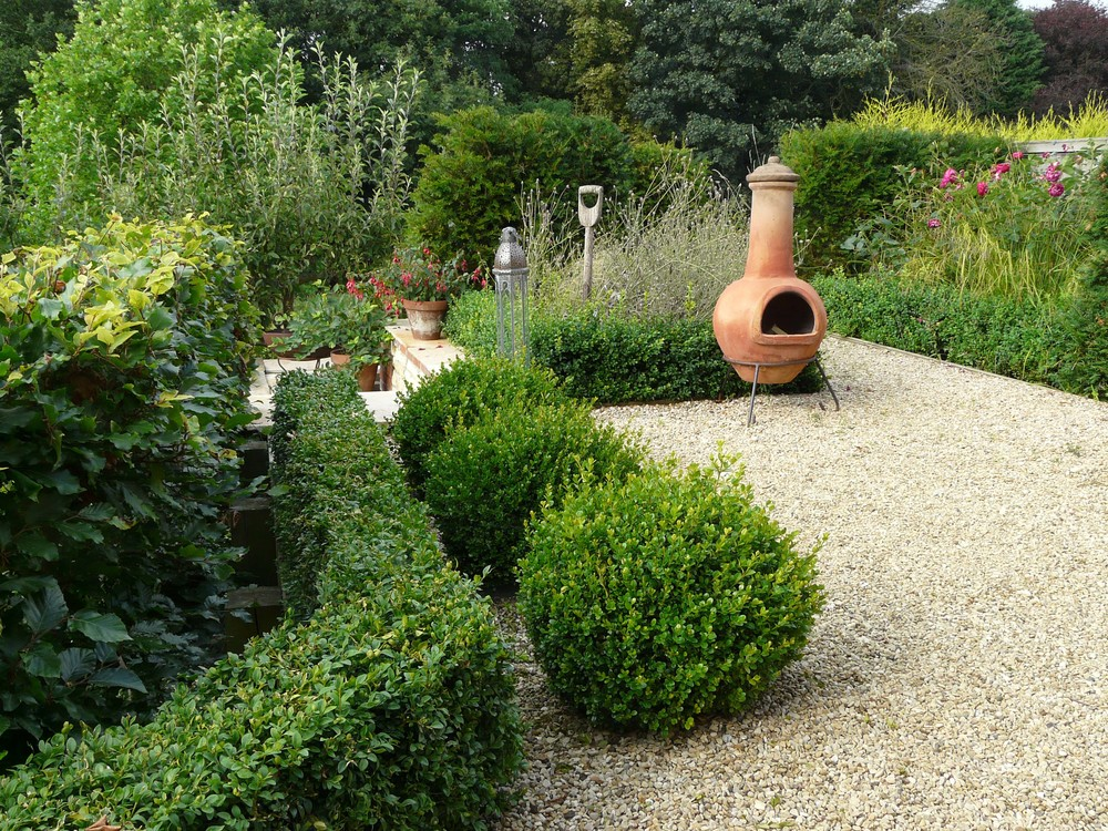 Small garden in Fulbeck, Lincolnshire