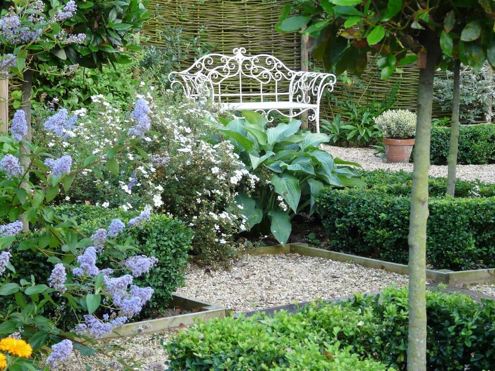 Metal seat in Fulbeck garden.jpg