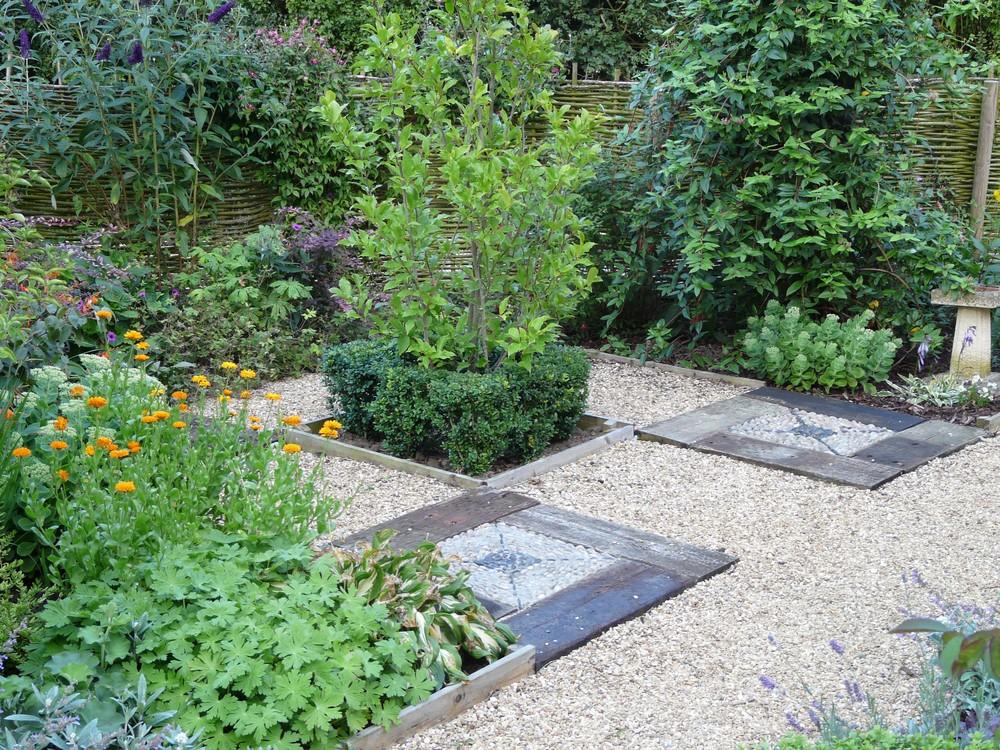 Pebble mosaic  in Fulbeck garden.jpg