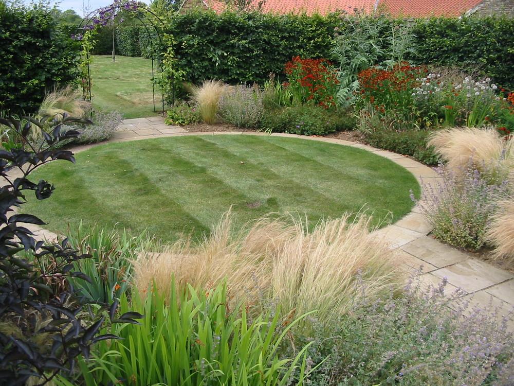 Circular lawn in Fulbeck garden.JPG