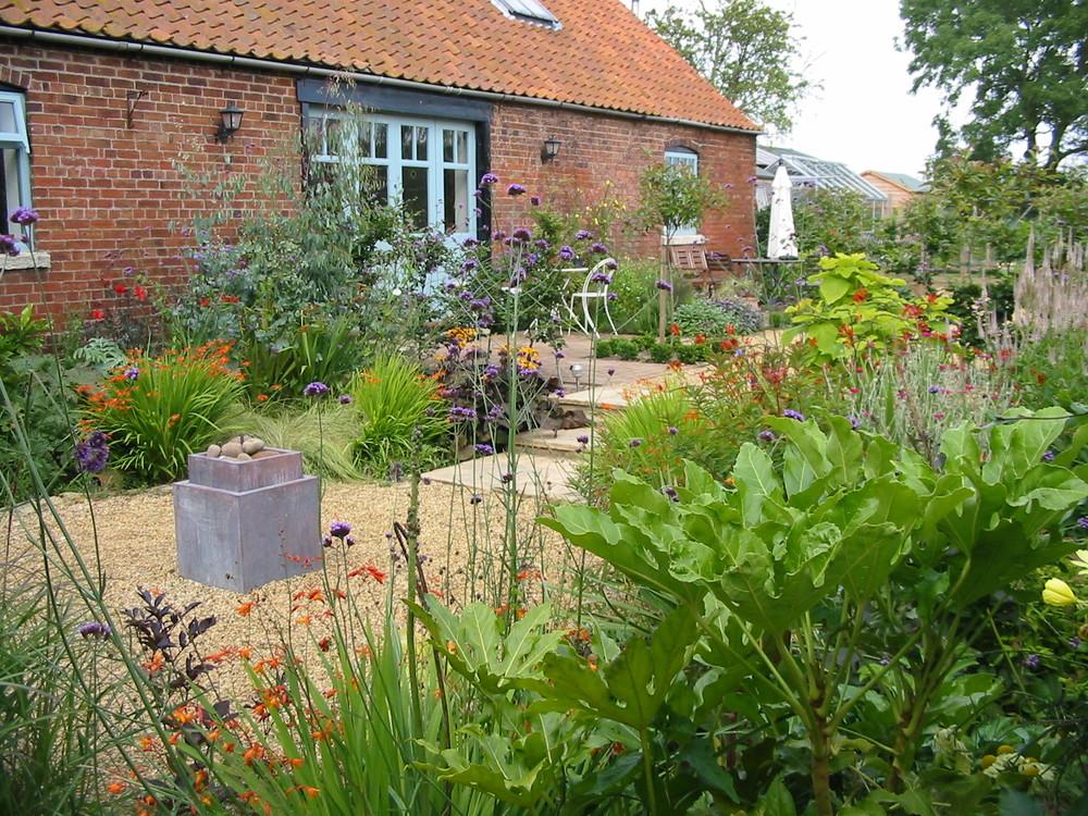Exotic planting in Grantham garden.JPG