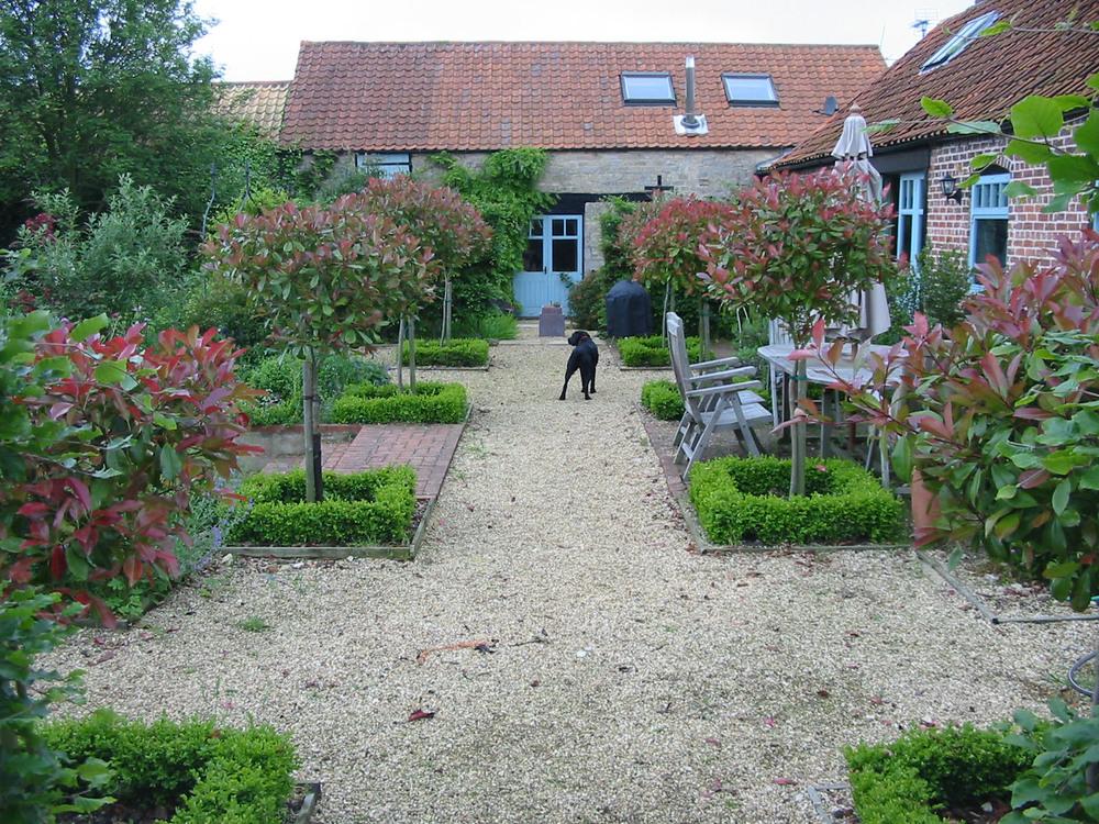 Formal terrace in Grantham garden.JPG