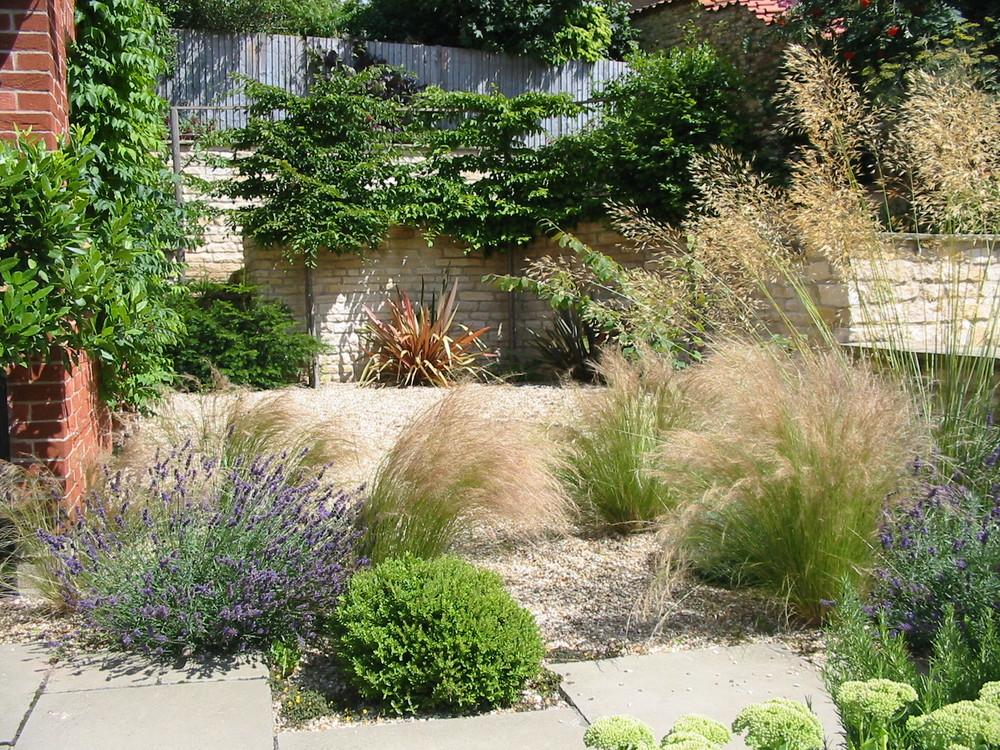 Gravel garden in Fulbeck.JPG