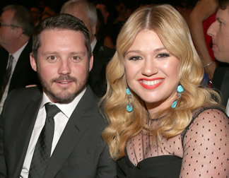 kelly-clarkson-brandon-blackstock-eloping-wedding-gi.jpg