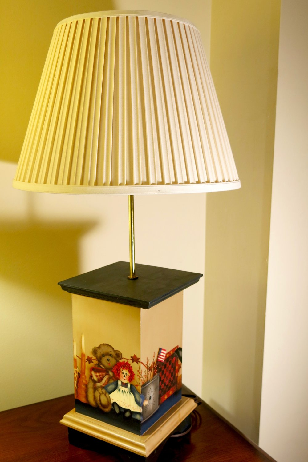 Wooden TaBle lamp with shade